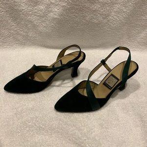 Nina green velvet size 5.5 heeled pump
